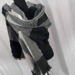 🛍SALE🛍 NEW! Plaid Blanket Scarf